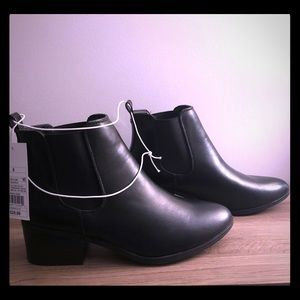 BNWT Black Women's Boots Size 8
